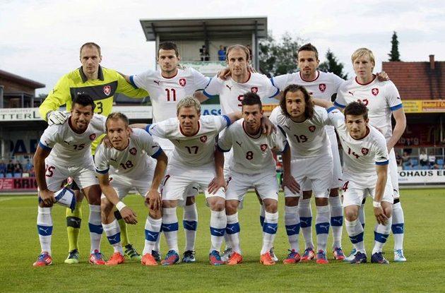 Česká zákaldní jedenáctka před zápasem s Izraelem.