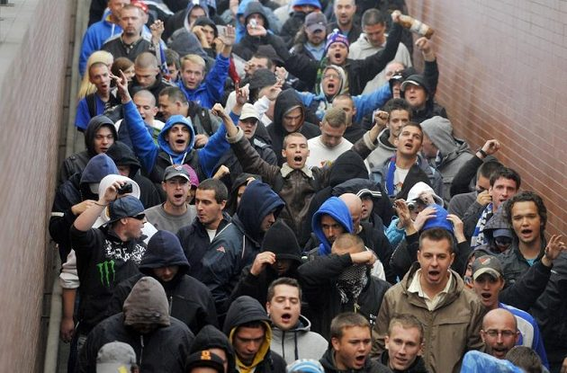 Fanoušci ostravského Baníku krátce poté, co přicestovali na zápas se Spartou Praha.