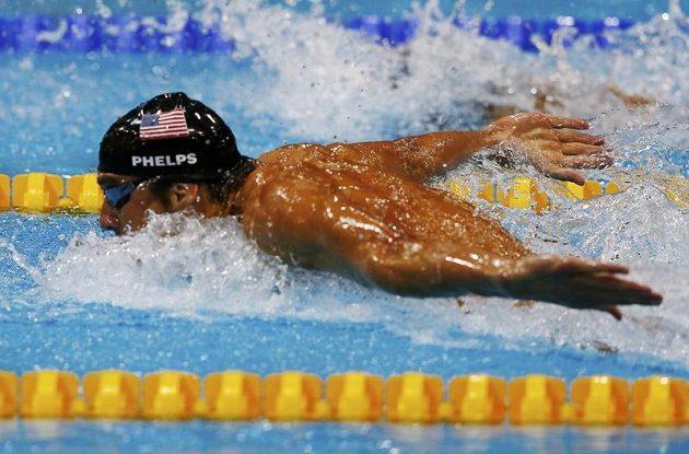 Michael Phelps ve svém posledním závodu kariéry pomohl Američanům ke zlatu v polohovce na 4x100 metrů.