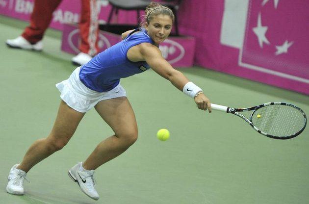 Semifinálové utkání tenisového Fed Cupu. Sara Erraniová bojuje proti Petře Kvitové.