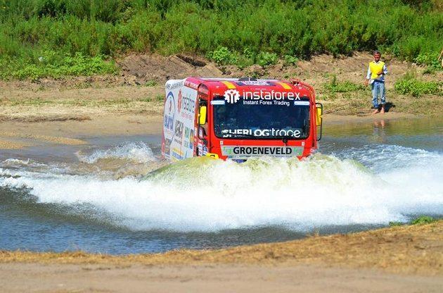 Aleš Loprais s kamiónem Man na trati Silk Way Rallye.