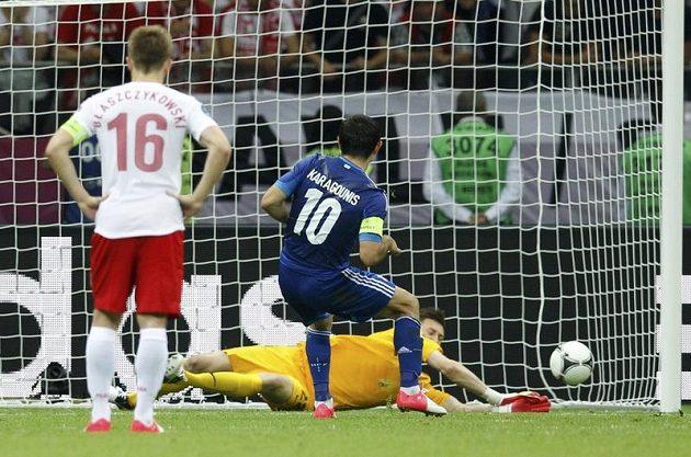 Giorgos Karagunis neproměnil za stavu 1:1 penaltu, náhradní polský brankář Przemyslaw Tytoń úmysl řeckého střelce vystihl