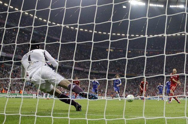 Arjen Robben nepřekonal v prodloužení Petra Čecha ani z nařízené penalty