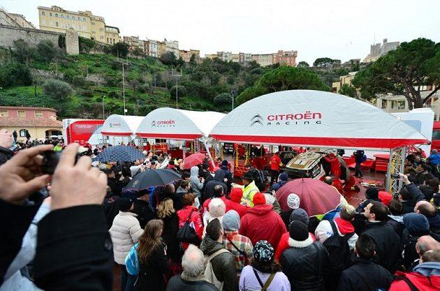 Ač bude Sébastien Loeb startovat s Citroënem DS3 WRC jen ve vybraných podnicích mistrovství světa, poutal jeho vůz v servisu v Monte Carlu obrovskou pozornost.