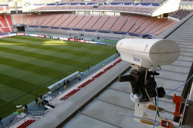 """K systému """"jestřábího oka"""" patří sedm speciálních kamer na tribunách..."""