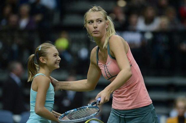 Pro malou školačku byla blízkost světové tenisové hvězdy Marie Šarapovové jistě zážitkem