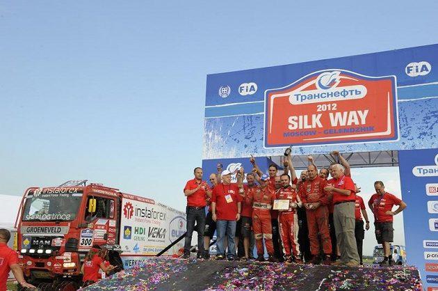 """V cíli Silk Way Rallye zbyla na Lopraisovu posádku """"bramborová"""" příčka"""