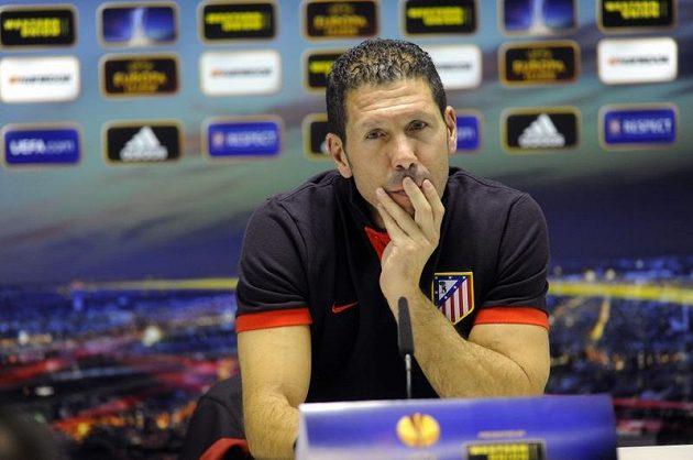 Trenér fotbalistů Atlétika Madrid Diego Simeone na tiskové konferenci před utkáním v Plzni.