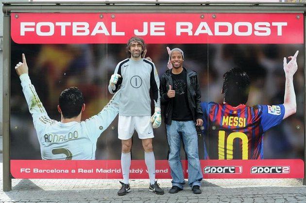 Probůh, ale Ronaldinho snad už za Barcu nekope...?