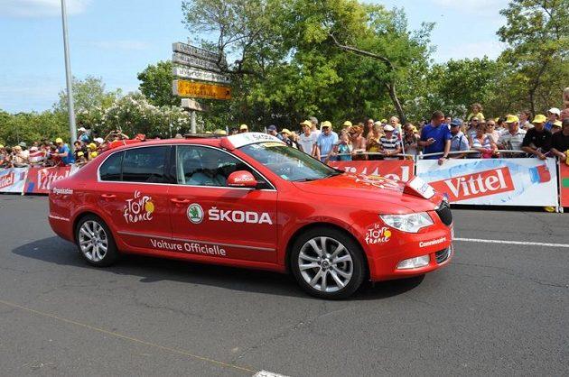 Vozidlo rozhodčích, kteří dohlížejí na průběh každé etapy Tour de France.