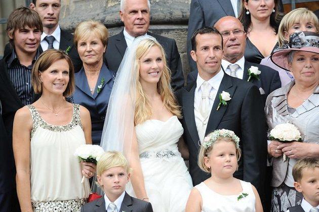 Nezbytné focení všech svatebčanů...
