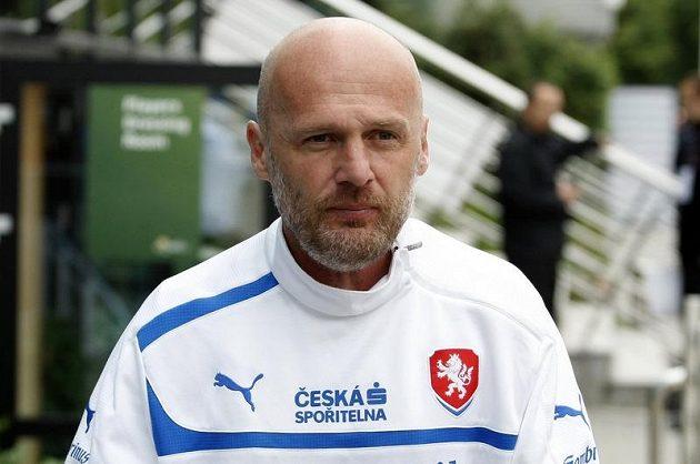 Michal Bílek přichází na trénink v polské Vratislavi