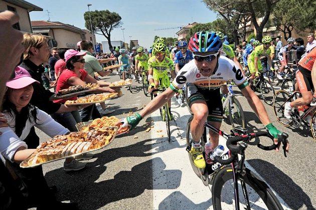 Na cyklisty čekalo v etapě z Modeny do města Fano i něco dobrého na zub.