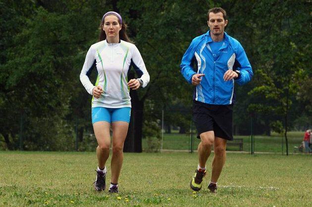 Šárka Záhrobská je po operaci nádoru na hypofýze zpátky v tréninku. Na snímku při výklusu s trenérem Klausem Mayrhoferem v areálu PSK Olymp.