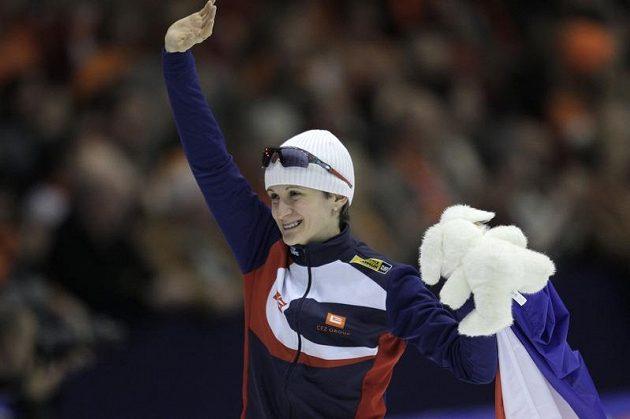 Rychlobruslařka Martina Sáblíková se raduje z titulu mistryně světa v Heerenveenu.