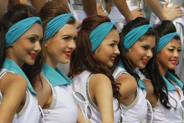 Malajské krásky u okruhu v Sepangu.