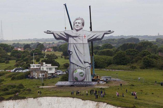 Maketa sochy Roye Hodgsona v britském Doveru