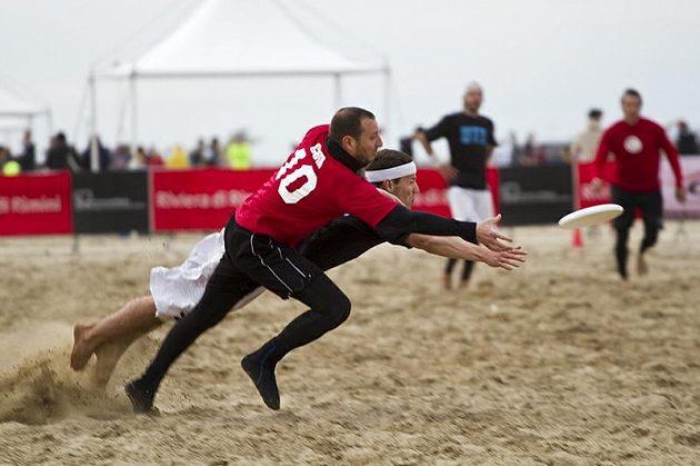 80 týmů ve 4 kategoriích, to je Paganello - největší turnaj na světě v plážovém ultimate
