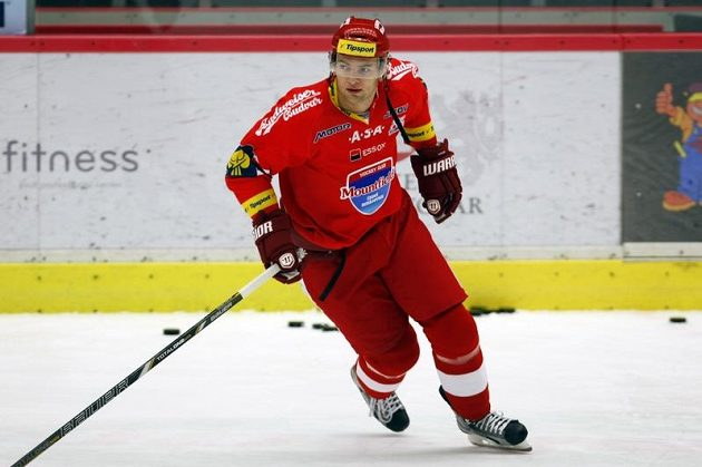 Útočník Martin Hanzal se v letošní sezóně poprvé předvedl v dresu Budějovic.