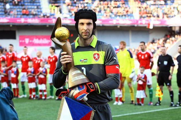 Brankář Petr Čech převzal Zlatý míč pro nejlepšího českého fotbalistu sezóny.