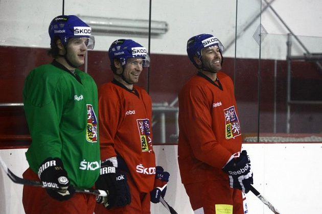 Tomáš Vincour (vlevo), Petr Průcha (uprostřed) a Petr Nedvěd na tréninku hokejové reprezentace.