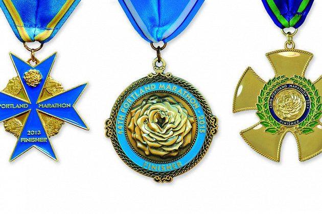 Portland Marathon a medaile ve stylu válečného vyznamenání.
