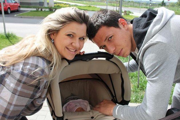Šťastný otec Marek Suchý s manželkou Alenou a dcerou Aničkou.