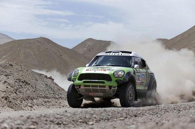 Francouz Stéphane Peterhansel přidal pátý triumf na Rallye Dakar, tentokrát s automobilem Mini.