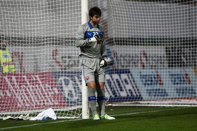 Smutný brankář slovenské fotbalové reprezentace Dušan Kuciak inkasoval dvakrát během šesti minut.