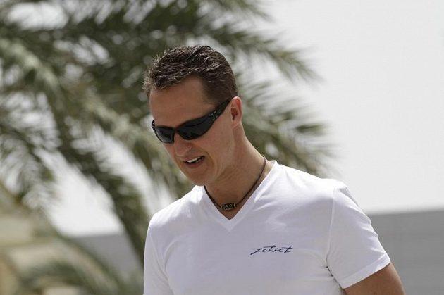 Michael Schumacher na obhlídce okruhu v Bahrajnu.