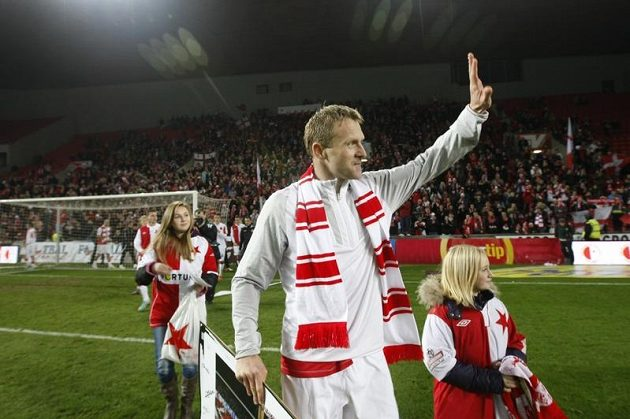 Stanislav Vlček se v doprovodu svých dcer rozloučil se slávistickým publikem.