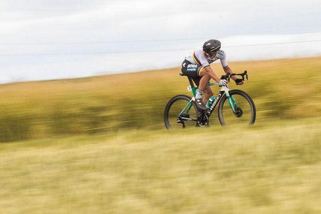 Slovák Peter Sagan na trati společného cyklistického mistrovství v Plzni.