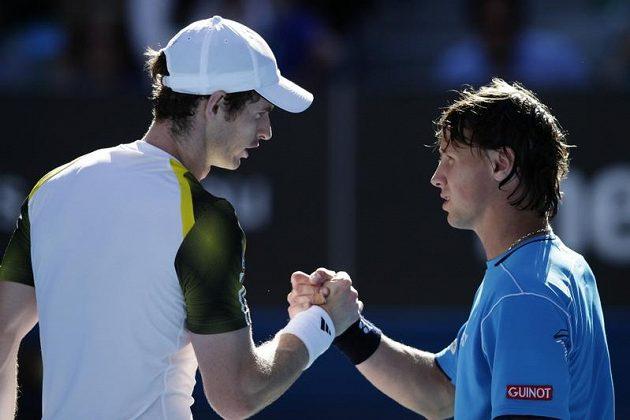 Murray přijímá gratulaci od litevského hráče Berankise