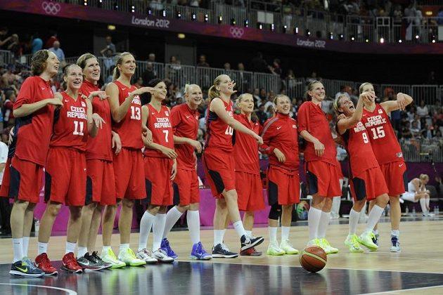 Radost českých basketbalistek po výhře nad Chorvatkami