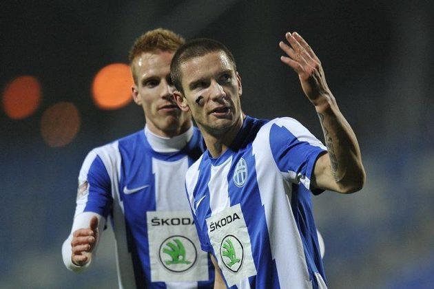Martin Fillo (vpravo), autor prvního gólu Mladé Boleslavi v pohárovém utkání proti Třinci, se raduje se spoluhráčem Tomášem Janíčkem.