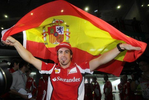 Fernando Alonso slaví triumf v Malajsii