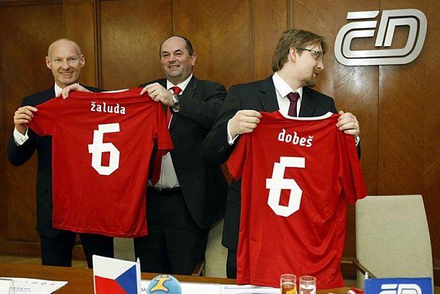 Zleva Petr Žalouda (generální ředitel ČD), Miroslav Pelta (šéf FAČR) a Pavel Dobeš (ministr dopravy).