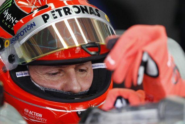 Dobrou práci zatím odvádí Michael Schumacher.