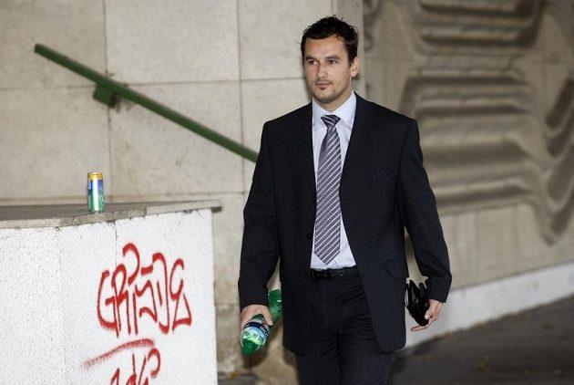 Asistent rozhodčího Emanuel Marek přichází na mimořádné zasedání disciplinární komise Fotbalové asociace.