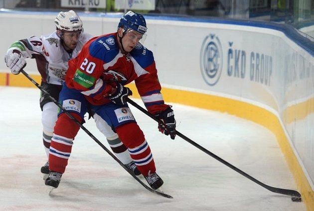 Petr Vrána z týmu Lev Praha (vpravo) a Arvids Rekis z Dinama Riga.