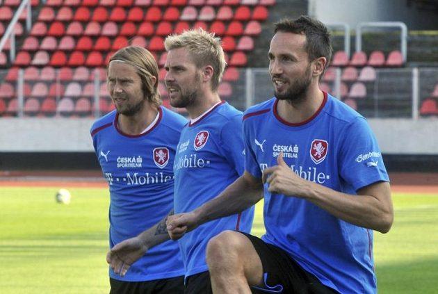 Fotbalisté v přípravě - zleva kapitán Jaroslav Plašil, Tomáš Hübschman a Tomáš Sivok.