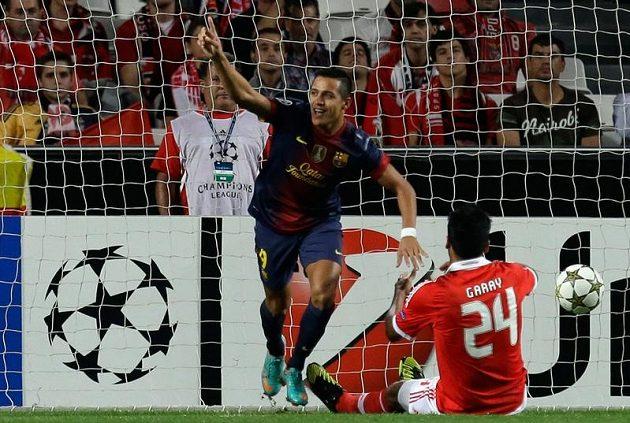 Alexis Sánchez jásá! Právě dostal Barcelonu do vedení v utkání Ligy mistrů na stadiónu Benfiky Lisabon