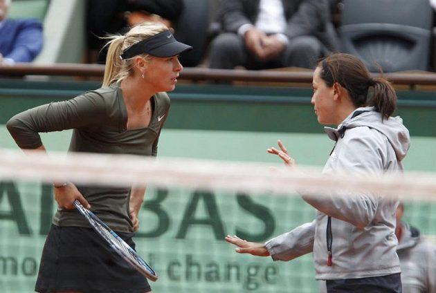 Během utkání se Maria Šarapovová dostala i do živé diskuse s rozhodčí