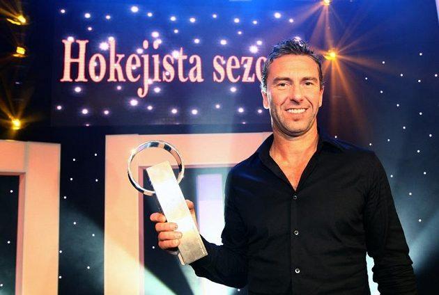 Petr Nedvěd při vyhlášení Hokejistou sezóny 2011/2012