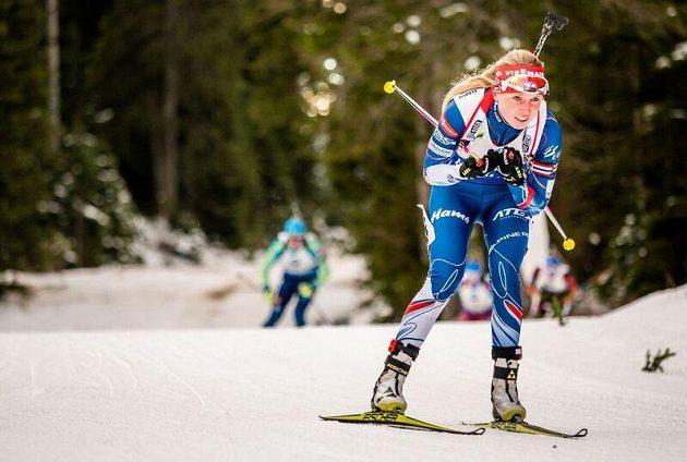 Eva Puskarčíková na prvním úseku štafetového závodu v Pokljuce.