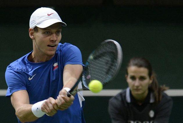 Český tenista Tomáš Berdych v páteční dvouhře ve finále Davisova poháru proti Nicolasi Almagrovi.