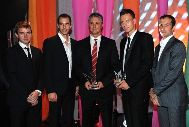 Týmem roku jsou tenisté, kteří vyhráli po 32 letech Davisův pohár: (zleva ) Ivo Minář, Lukáš Rosol, nehrající kapitán Jaroslav Navrátil, Tomáš Berdych a Radek Štěpánek.