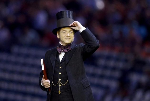 Kenneth Branagh coby britský lord při zahajovacím ceremoniálu her v Londýně.