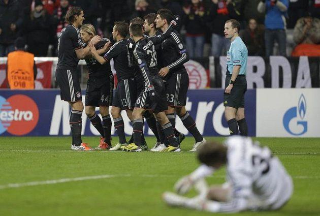 Fottbalisté Bayernu Mnichov se radují poté, co rozstříleli BATE Borisov.