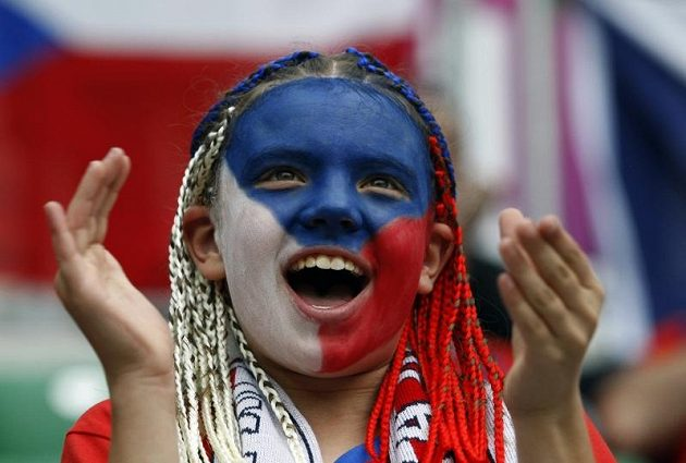 Česká fanynka na stadiónu ve Vratislavi na utkání proti Řecku